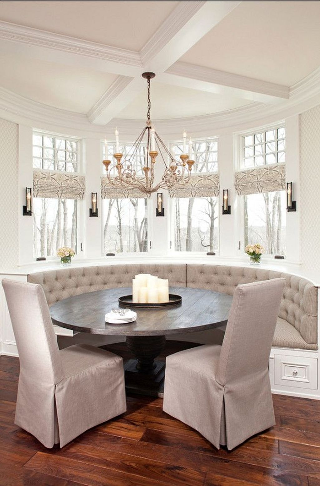 Adorable Family Dining Room Decorating Ideas 38