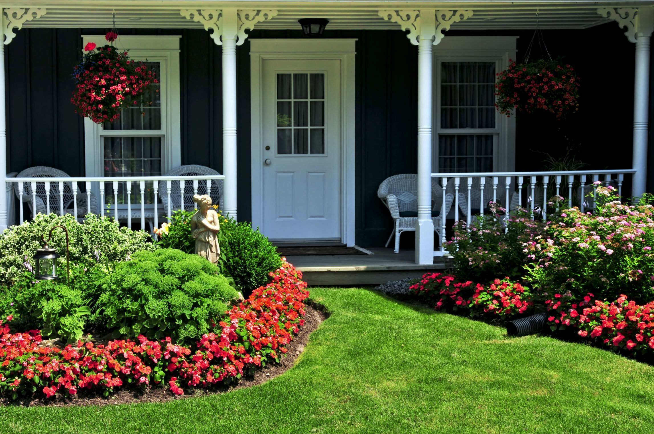 Cheap Front Yard Landscaping Ideas That Will Inspire 22