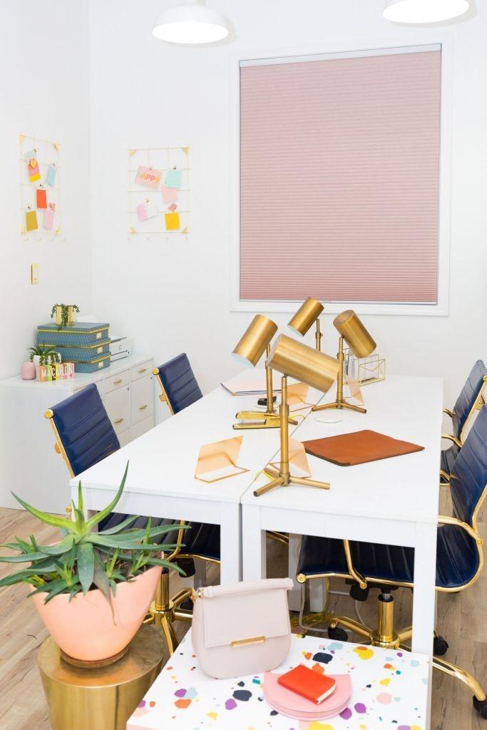 Cozy And Elegant Office Décor Ideas 22