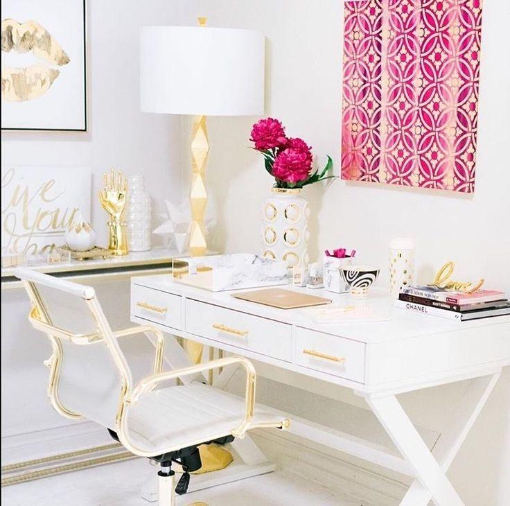 Cozy And Elegant Office Décor Ideas 31