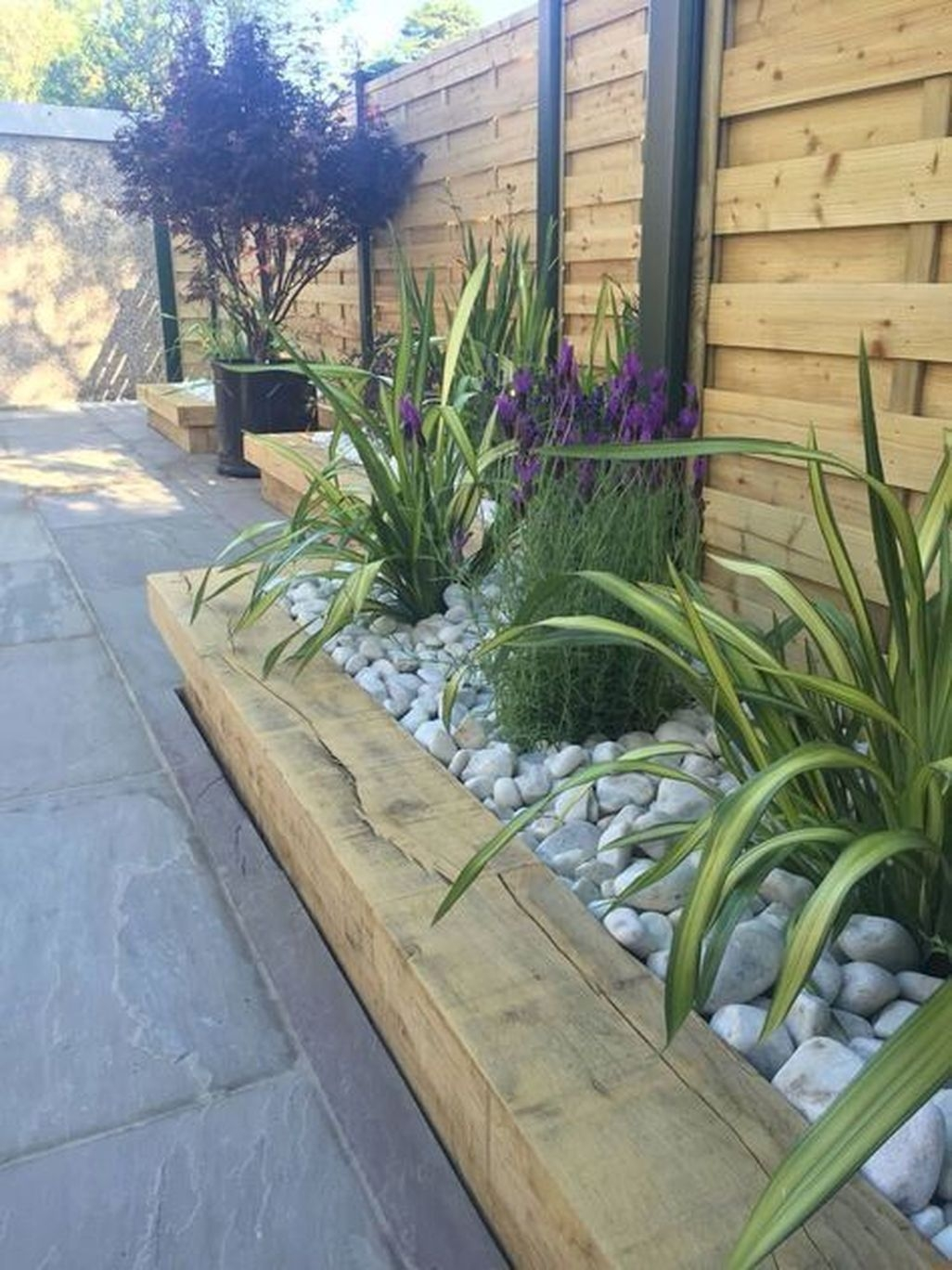 Easy And Low Maintenance Front Yard Landscaping Ideas 23