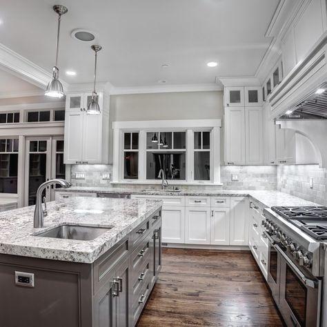 Elegant And Modern Kitchen Cabinet Design Ideas 23