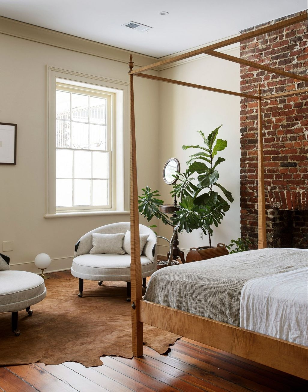 Elegant Exposed Brick Apartment Décor Ideas 31