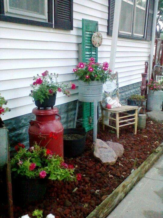 Elegant Farmhouse Garden Décor Ideas 01