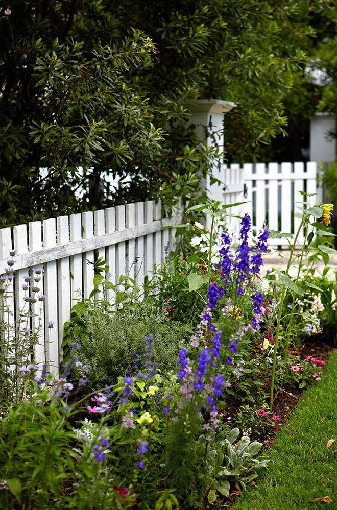 Elegant Farmhouse Garden Décor Ideas 05