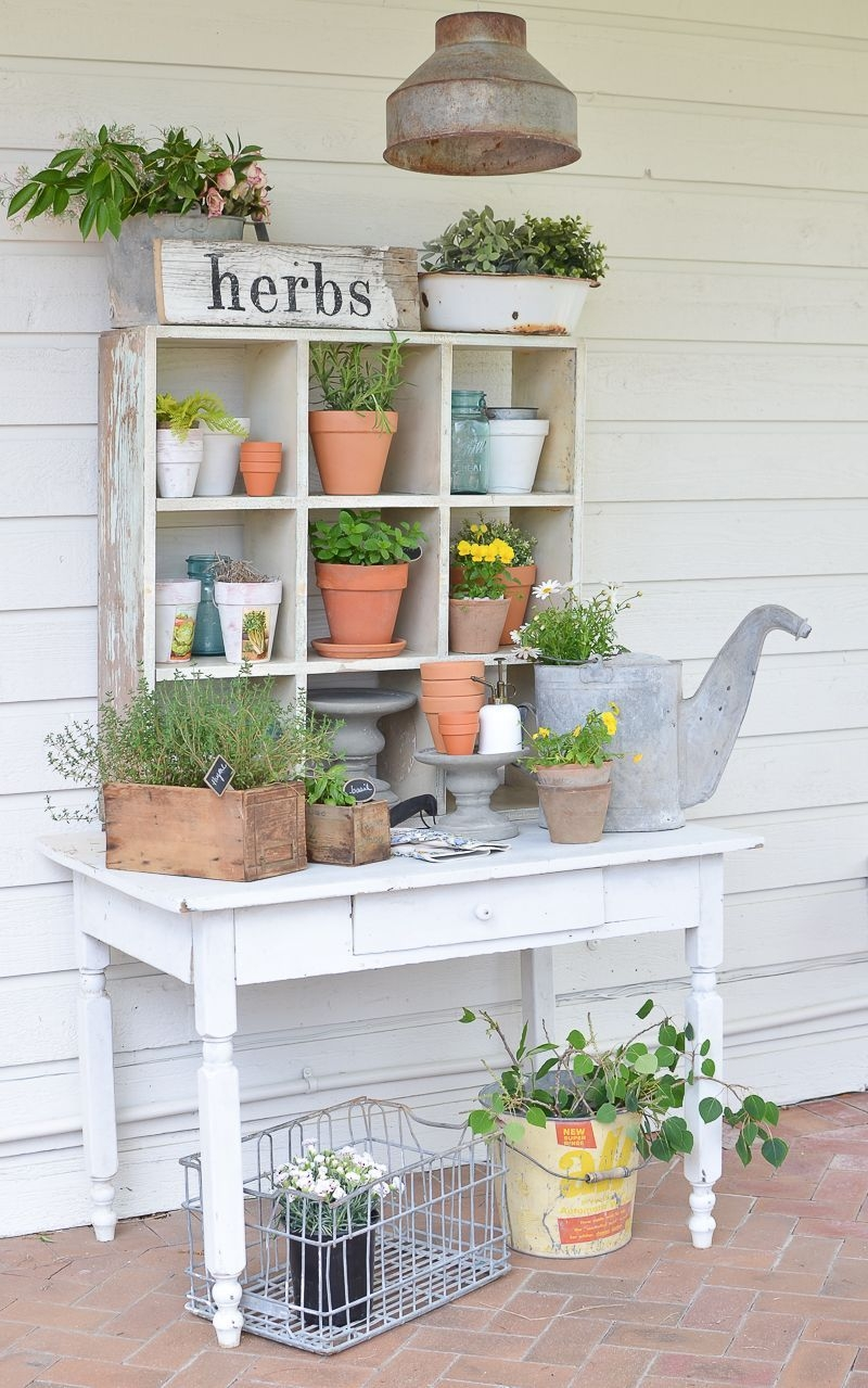 Elegant Farmhouse Garden Décor Ideas 12