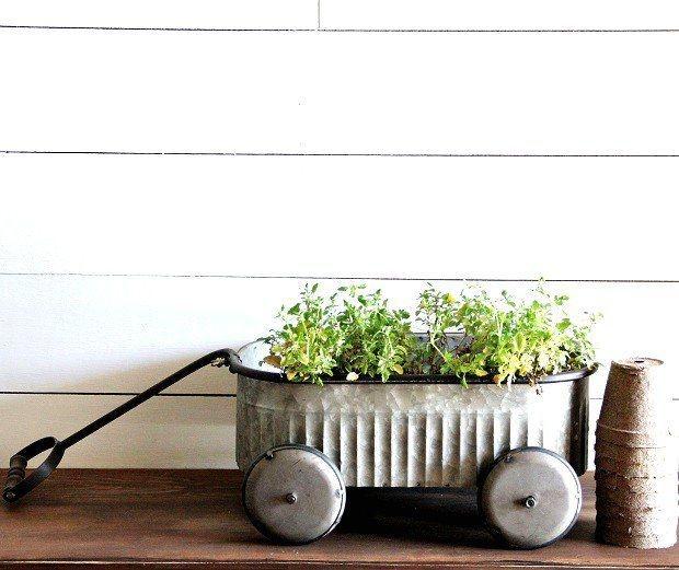 Elegant Farmhouse Garden Décor Ideas 16