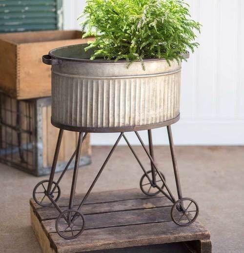 Elegant Farmhouse Garden Décor Ideas 28