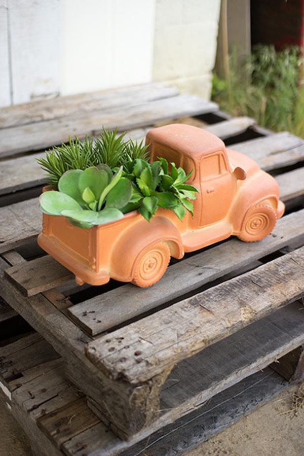 Elegant Farmhouse Garden Décor Ideas 35