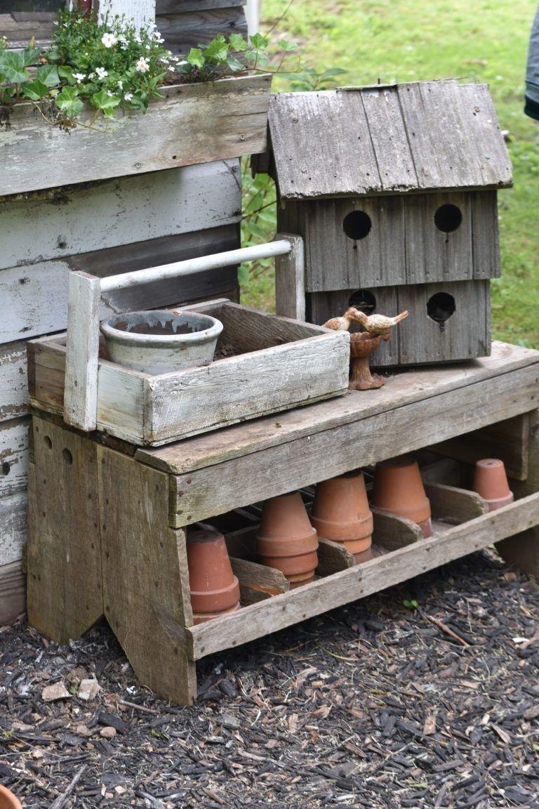 Elegant Farmhouse Garden Décor Ideas 39