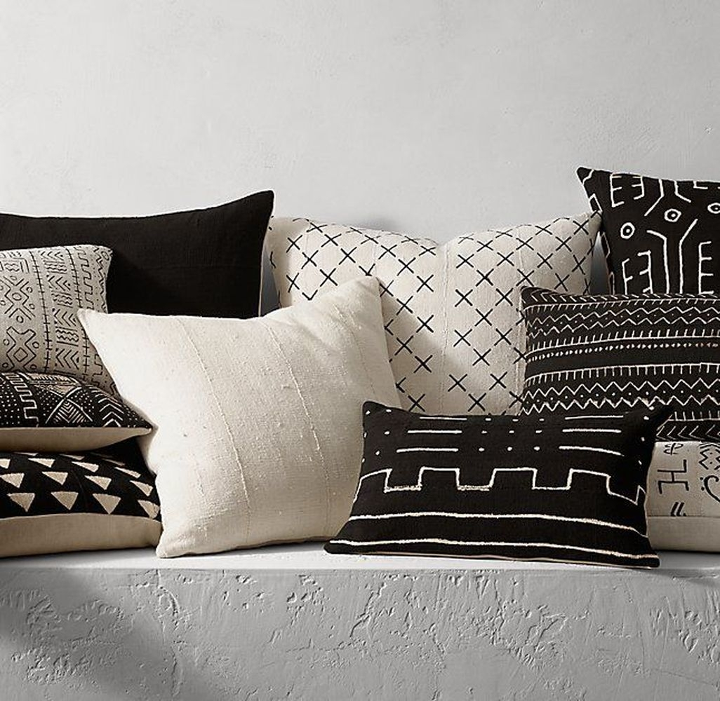 Relaxing Black And White Apartment Décor Ideas 37