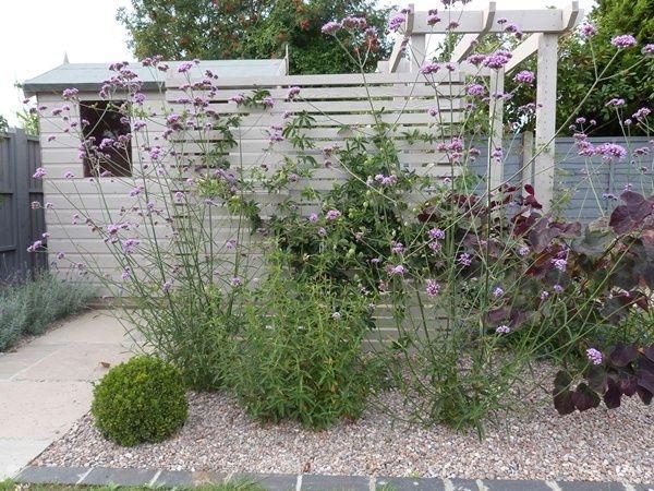 Relaxing Small Garden Design Ideas 20