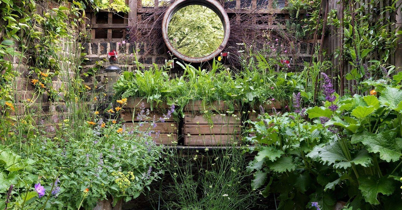 Relaxing Small Garden Design Ideas 33