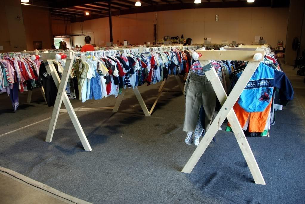 Easy And Practical Clothing Racks For Casual Décor Ideas 22