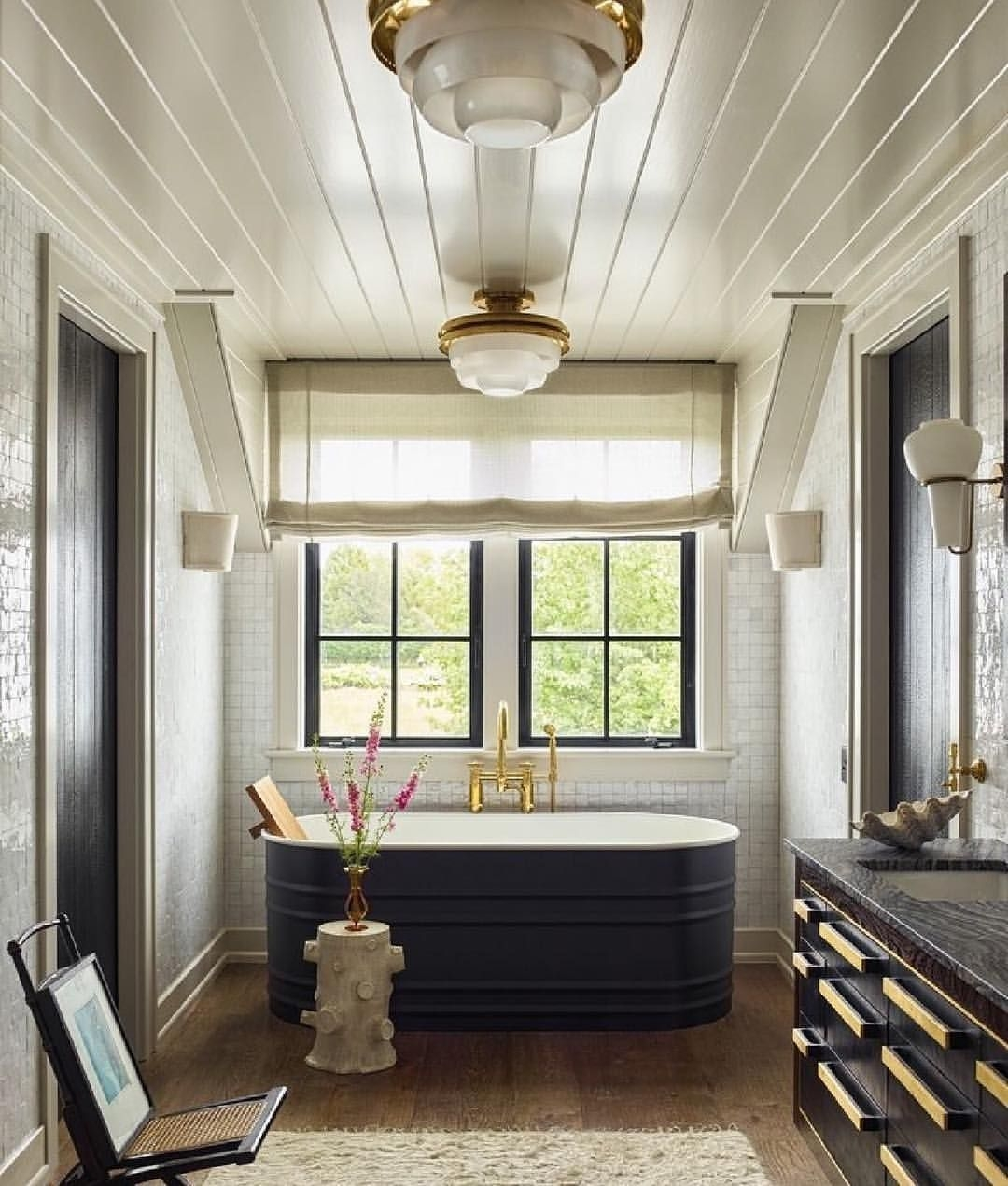 Luxury Black And White Bathroom Design Ideas 06