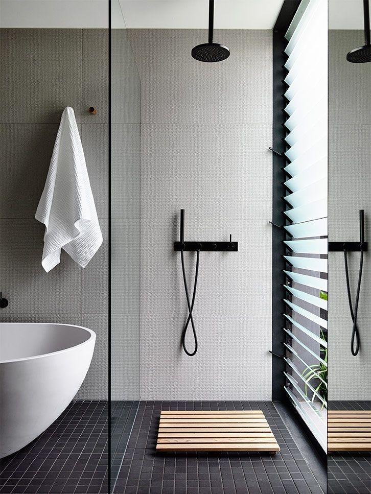 Luxury Black And White Bathroom Design Ideas 31