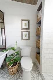 Minimalist Bathroom Winter Decoration Ideas 44