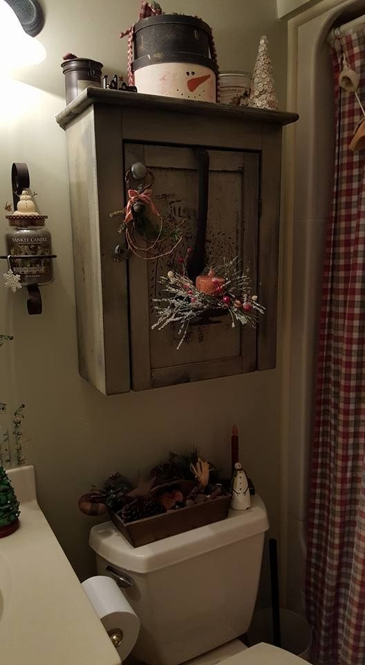 Minimalist Bathroom Winter Decoration Ideas 47