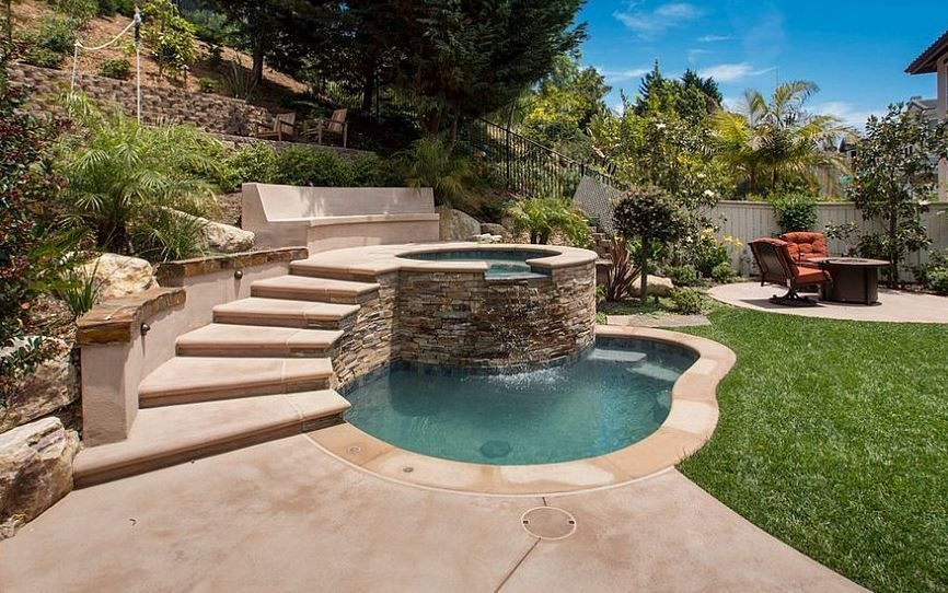 Modern Small Backyard Ideas With Swimming Pool Design 08