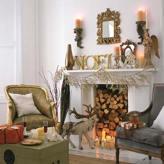 Creative Rustic Christmas Fireplace Mantel Décor Ideas 11