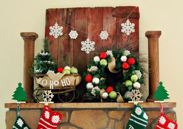 Creative Rustic Christmas Fireplace Mantel Décor Ideas 21