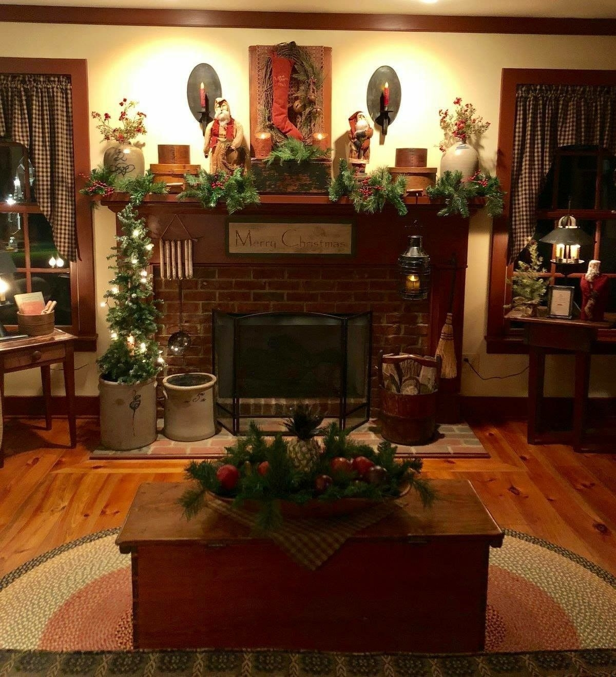 Creative Rustic Christmas Fireplace Mantel Décor Ideas 42