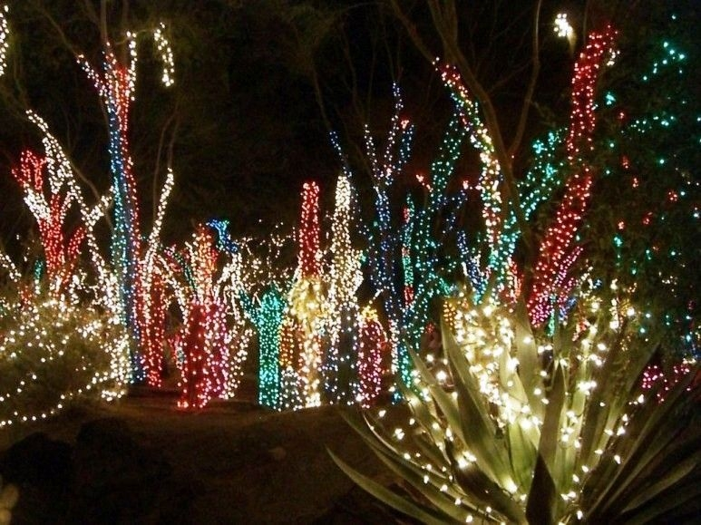 Easy Christmas Tree Decor With Lighting Ideas 03
