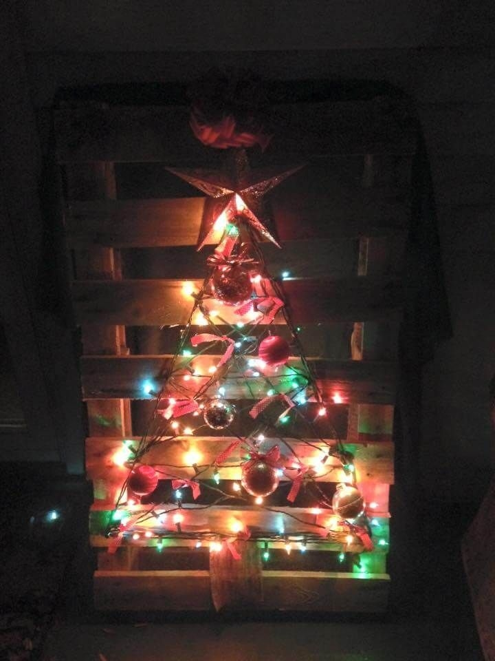 Easy Christmas Tree Decor With Lighting Ideas 34