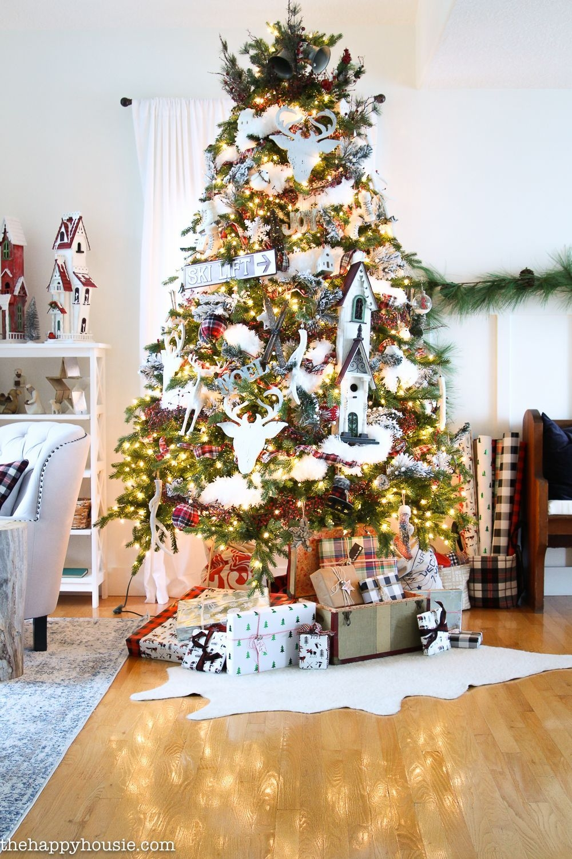 Easy Christmas Tree Decor With Lighting Ideas 35
