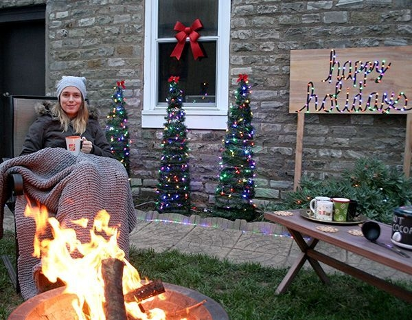 Elegant Christmas Lights Decor For Backyard Ideas 08