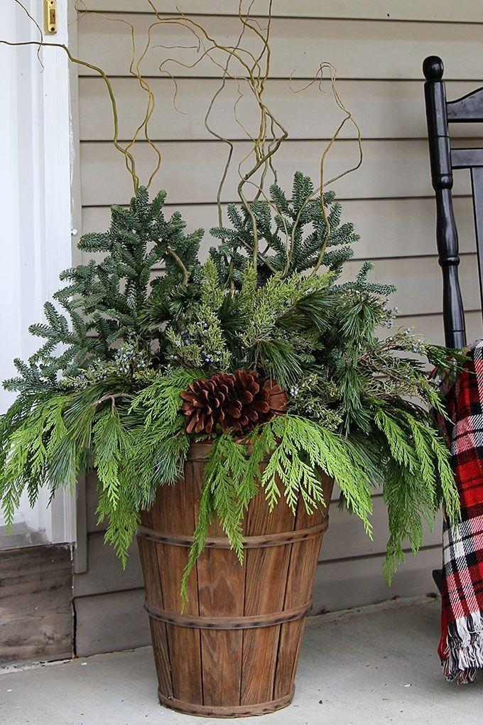 Lovely Farmhouse Christmas Porch Decor And Design Ideas 04