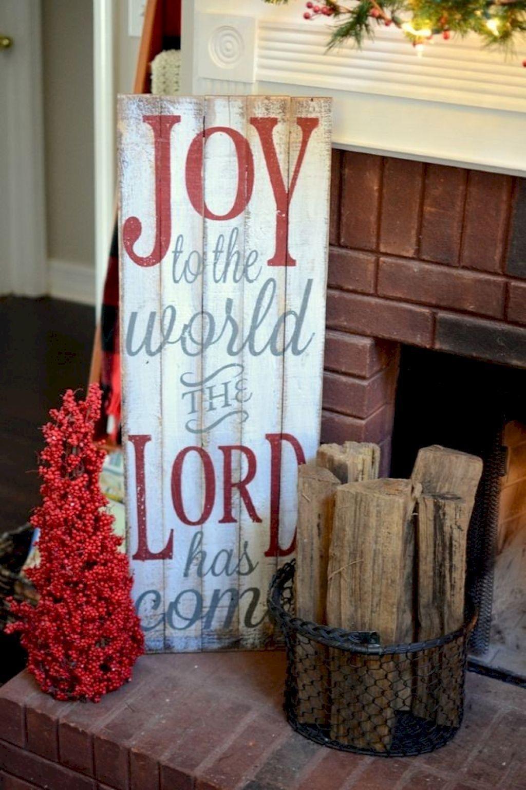 Lovely Farmhouse Christmas Porch Decor And Design Ideas 10