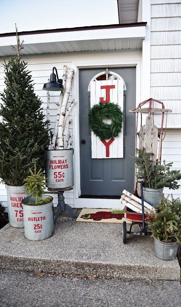 Lovely Farmhouse Christmas Porch Decor And Design Ideas 14