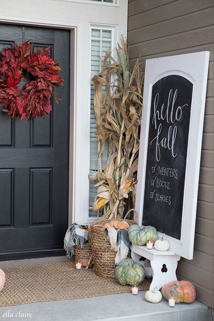 Lovely Farmhouse Christmas Porch Decor And Design Ideas 15