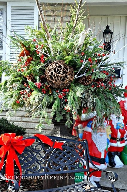 Lovely Farmhouse Christmas Porch Decor And Design Ideas 16