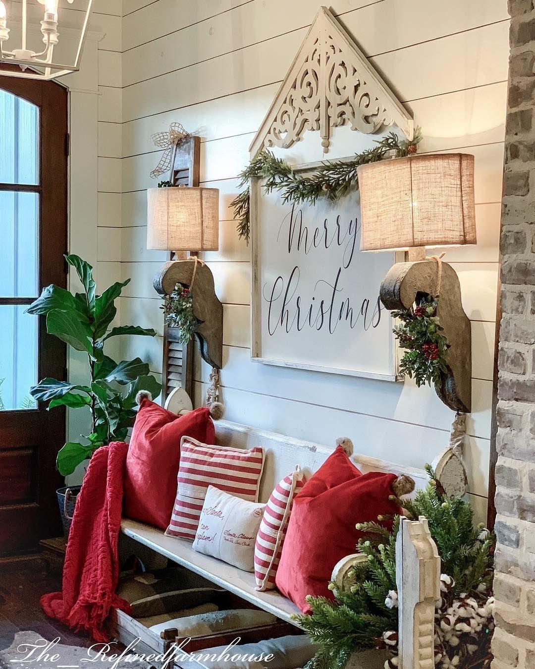 Lovely Farmhouse Christmas Porch Decor And Design Ideas 37