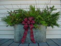 Lovely Farmhouse Christmas Porch Decor And Design Ideas 39