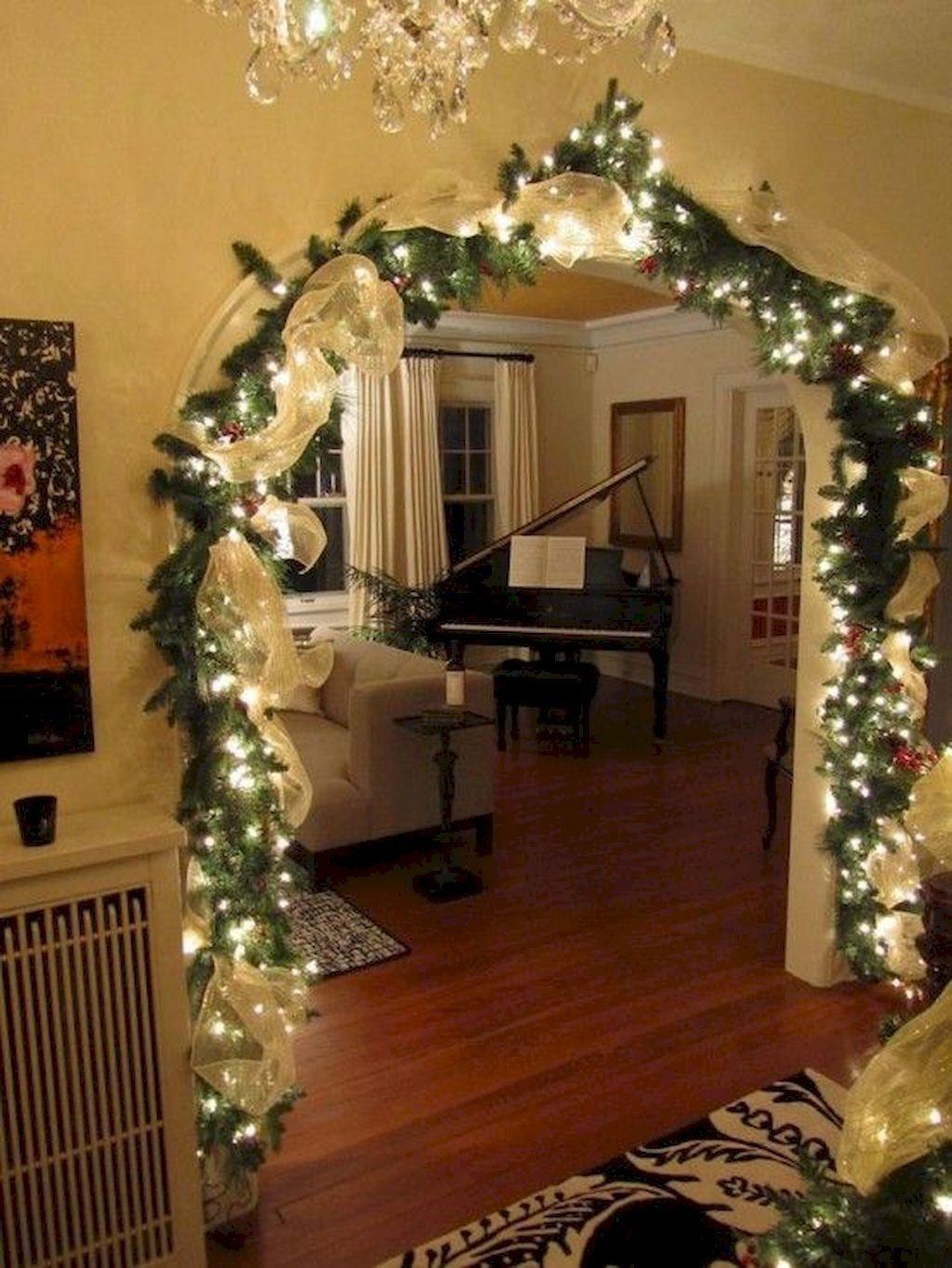 Minimalist Christmas Tree Ideas For Living Room Décor 06