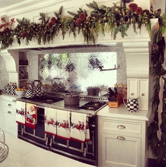 Minimalist Christmas Tree Ideas For Living Room Décor 09