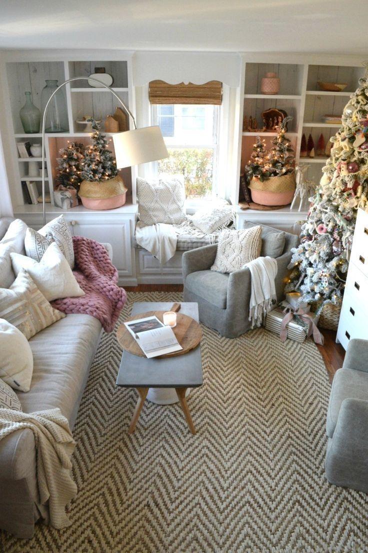 Minimalist Christmas Tree Ideas For Living Room Décor 18