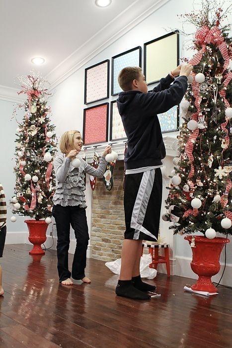 Minimalist Christmas Tree Ideas For Living Room Décor 19