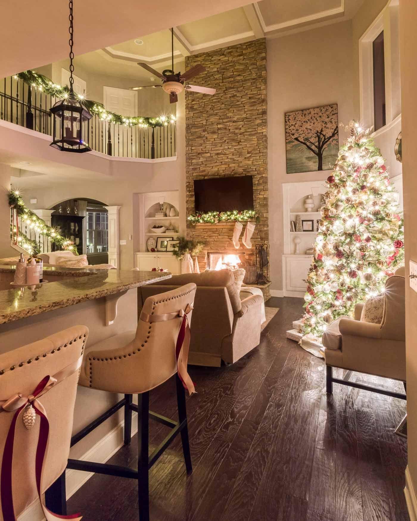 Minimalist Christmas Tree Ideas For Living Room Décor 40
