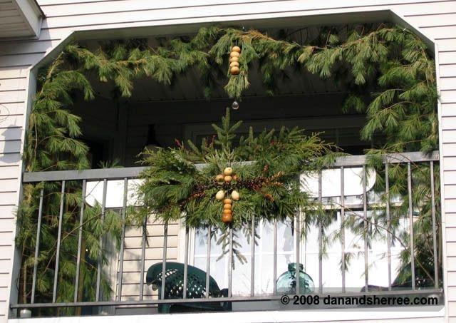 Popular Apartment Balcony For Christmas Décor Ideas 05