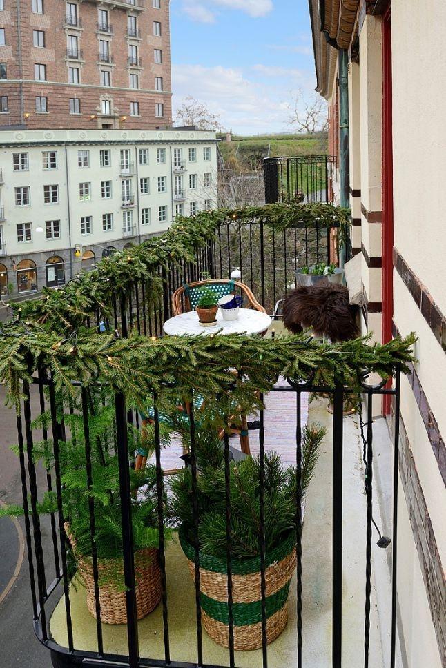 Popular Apartment Balcony For Christmas Décor Ideas 09