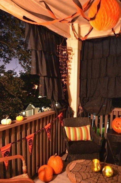 Popular Apartment Balcony For Christmas Décor Ideas 27