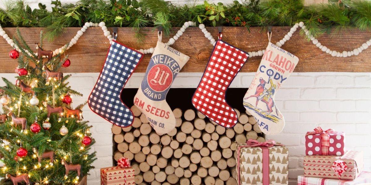 Stunning Fireplace Mantel Decor For Christmas Ideas 16