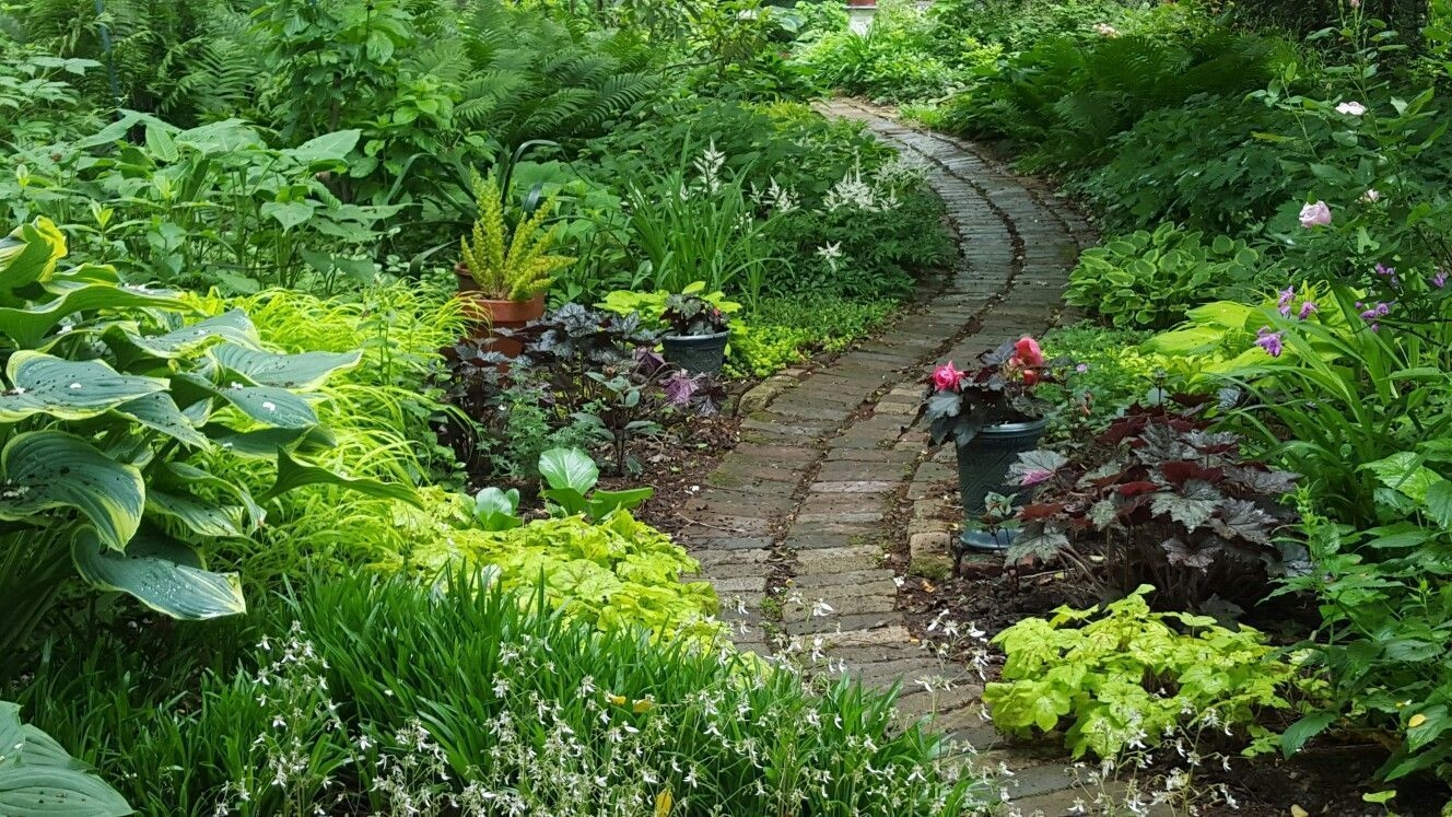 Awesome Small Space Gardening Design Ideas07