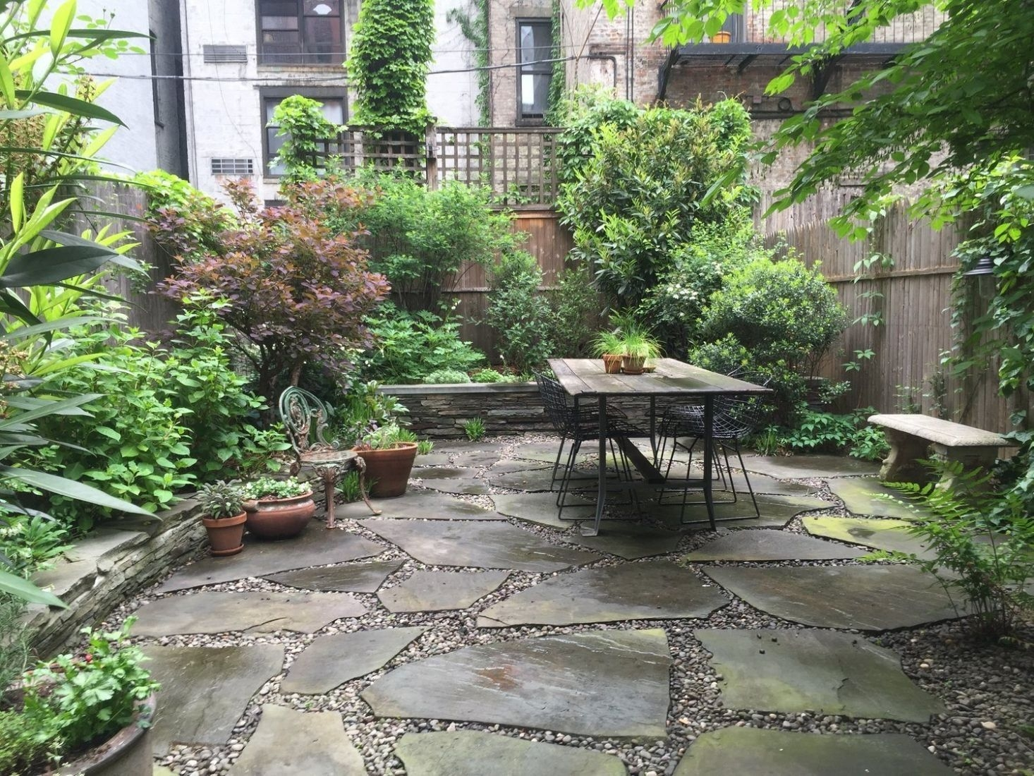 Awesome Small Space Gardening Design Ideas14
