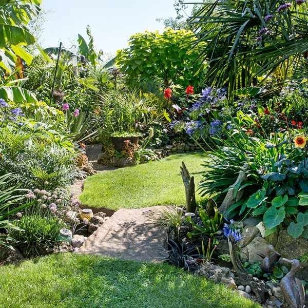 Awesome Small Space Gardening Design Ideas23
