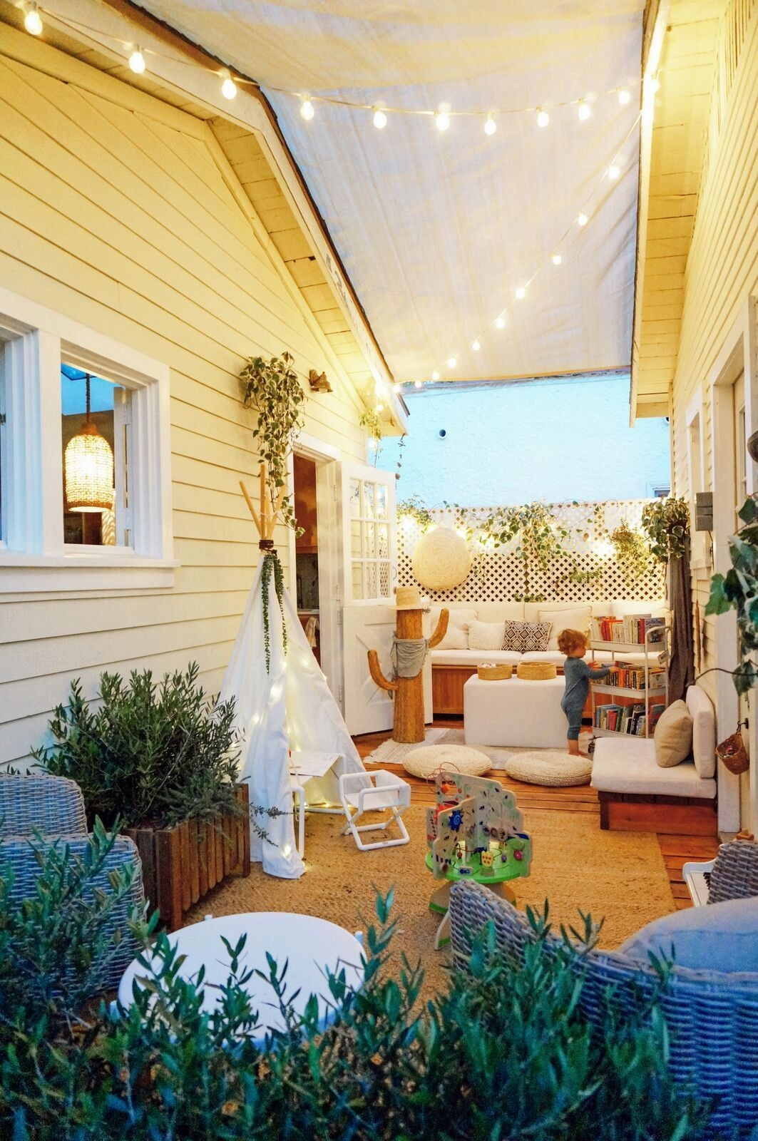 Awesome Small Space Gardening Design Ideas35